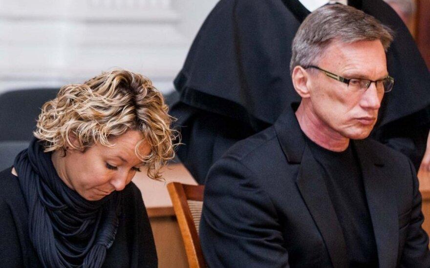 Помощник Кедиса в суде прикрывается Альцгеймером, слепотой и влиянием фильмов
