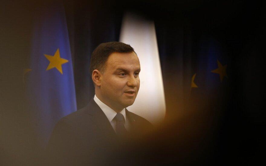 Президент Польши подписал закон о СМИ, несмотря на критику ЕС