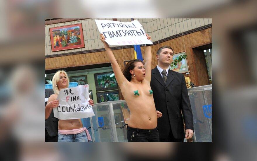 """""""Femen"""" protestas vienoje Kijevo rinkimų apylinkių"""