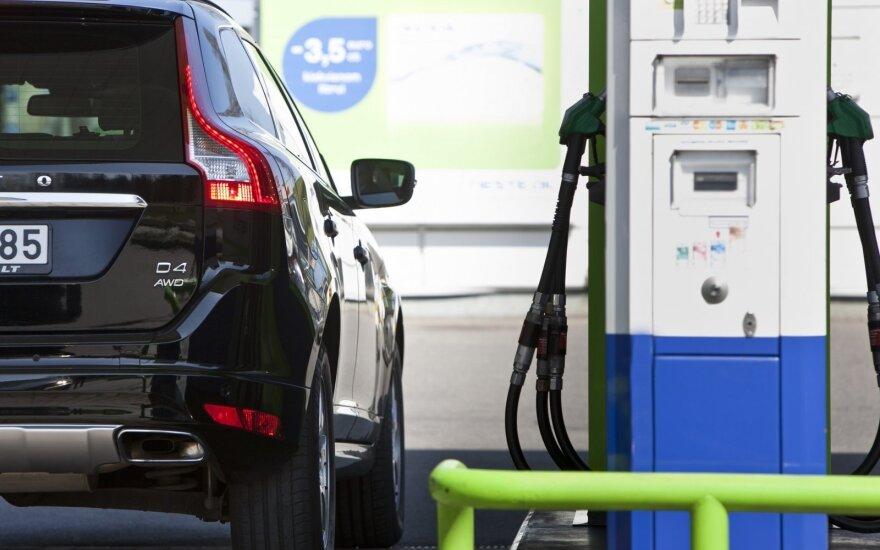 Несмотря на минимум цен на нефть, цены на горючее не падают