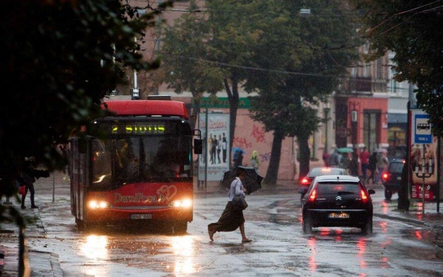Омывший столичные улицы дождь принес осеннюю прохладу