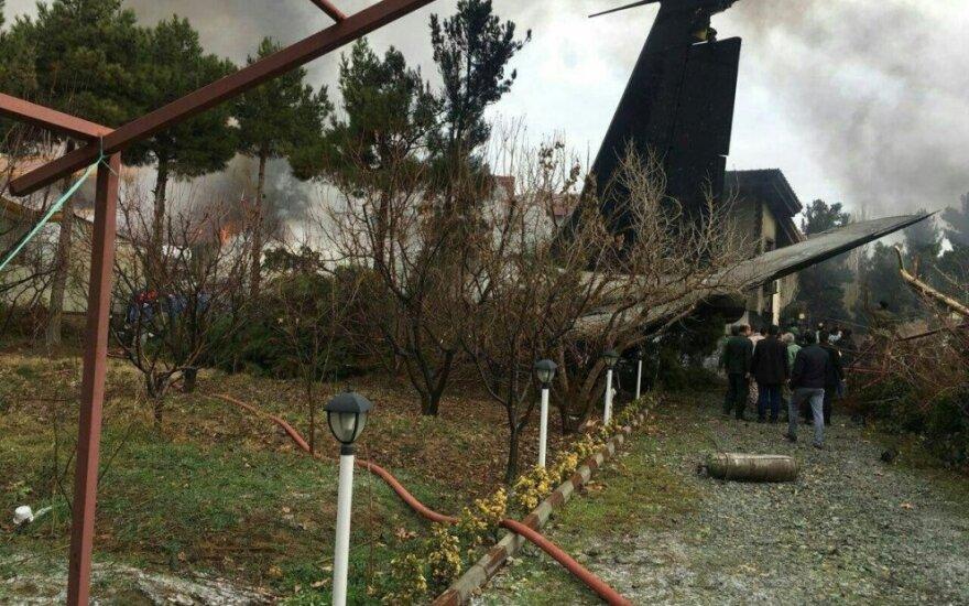 Irane sudužo karinis transporto lėktuvas su 10 žmonių įgula