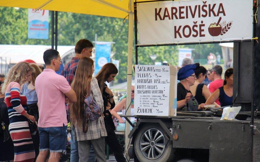 Отдыхающих на литовском взморье не отпугнули выросшие перед Праздником моря цены
