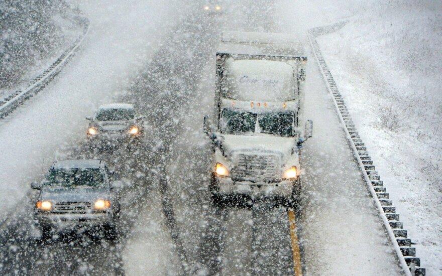 Число погибших от снежной бури в США возросло до 28 человек