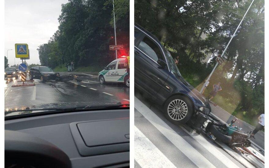 В Вильнюсе автомобиль BMW столкнулся с мотоциклом