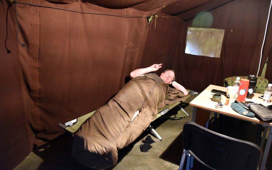 Министр обороны Литвы решил на себе испытал условия жизни солдат