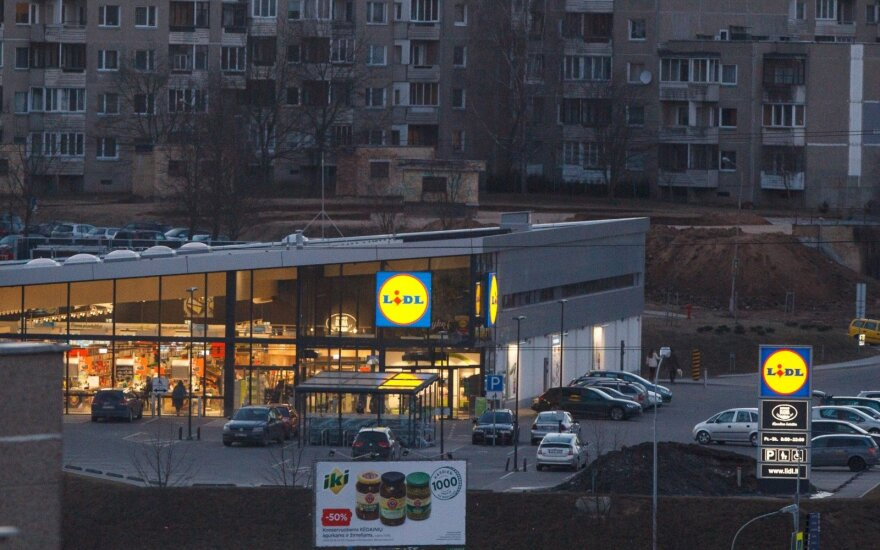Мужчина возмущен платной парковкой у магазина: если не заметить знак, можно получить штраф