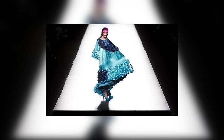 "Испанская неделя моды: яркие ""бомбочки"" и ""сердечки"" на подиуме"