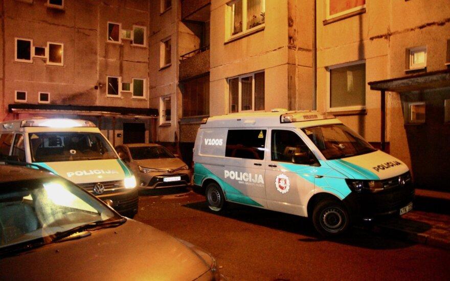 В Вильнюсе, как подозревают, раненый ножом мужчина дошел до дома и скончался