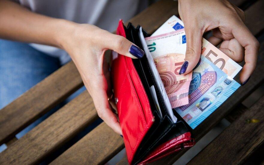 Средняя зарплата женщин в Литве все еще ниже, чем у мужчин