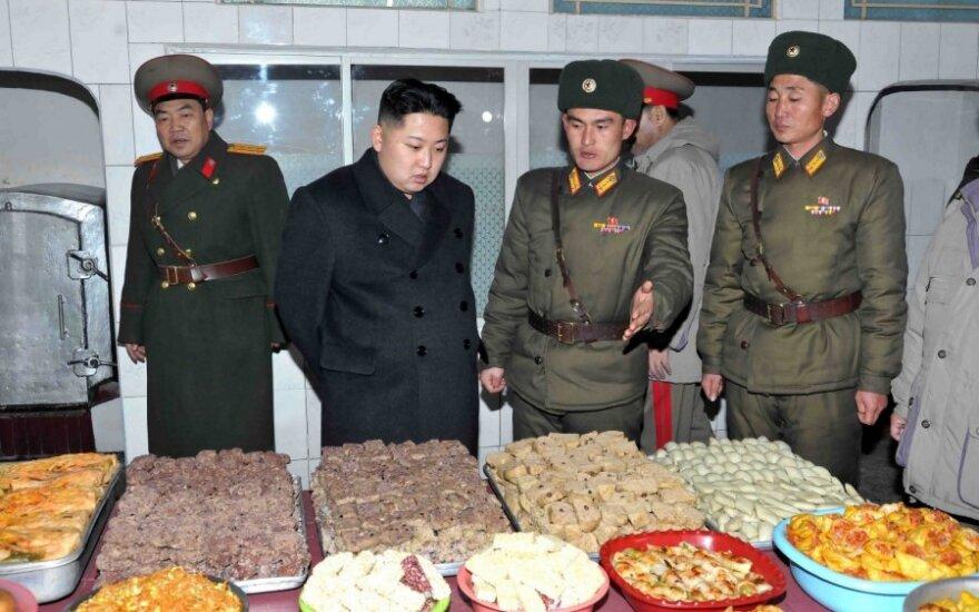 Kim Jong Unas (Kim Čen Unas) lankosi tankų divizijoje