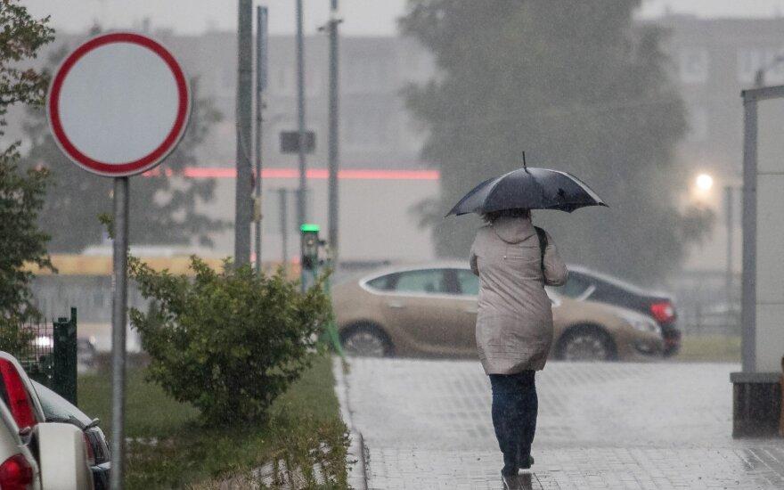 Погода: пора доставать куртки и зонты