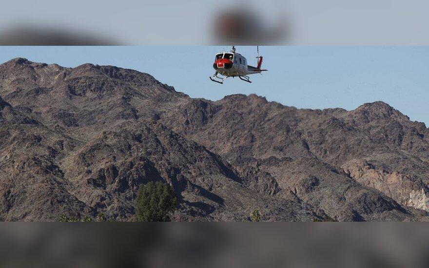 JAV policijos sraigtasparnis atvyksta į nelaimės vietą