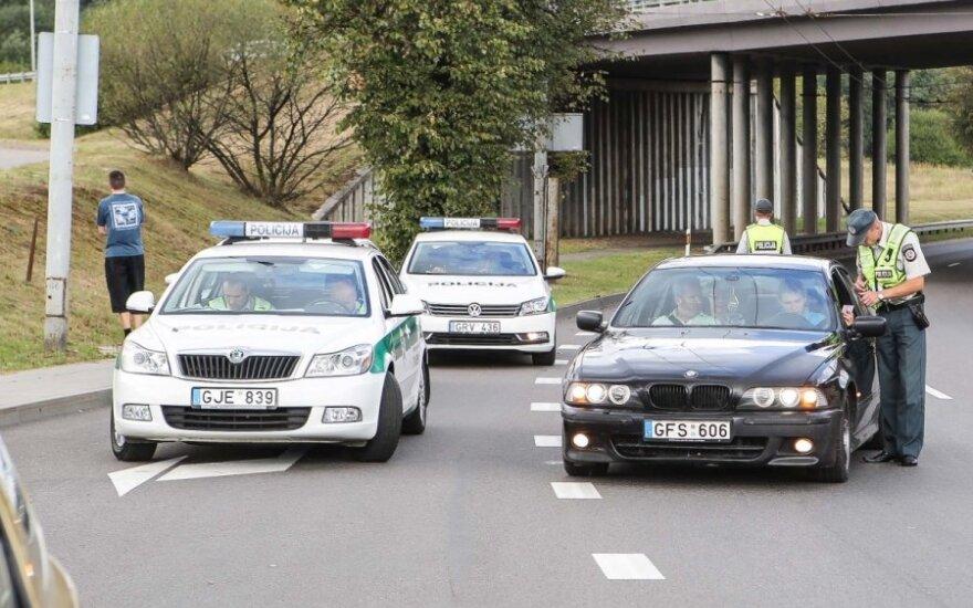 """Автомобиль BMW """"заглох"""" перед полицейским кордоном"""