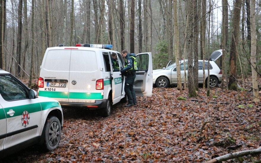 Vos per valandą surasti miške bandę pasislėpti įtariamieji