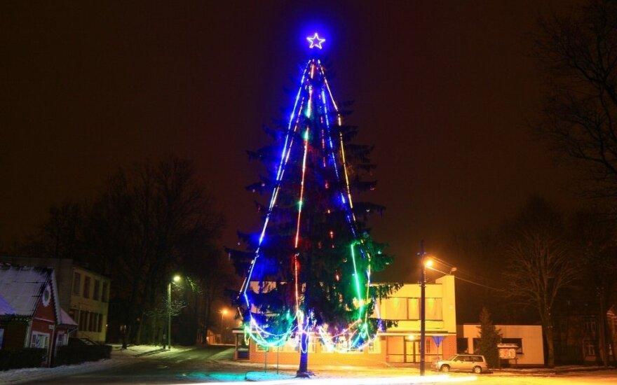 Драма в Шимонисе: мэр велел снять звезду с верхушки елки