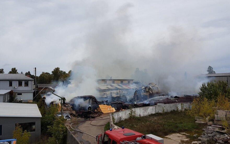 Во время пожара в Лентварисе журналистов разгоняли сотрудники контрразведки