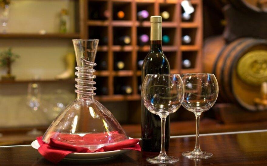 Polacy coraz częściej sięgają po lekkie alkohole i whisky. Spada popularność wódki