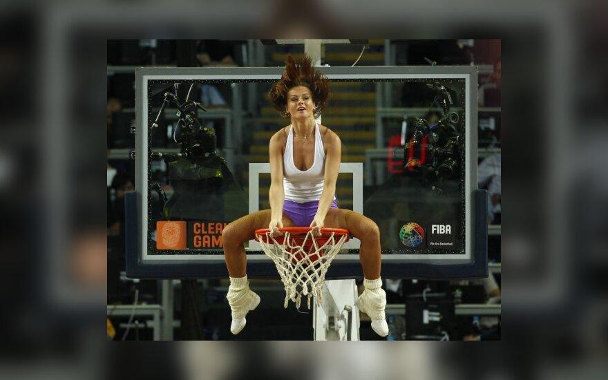 Танцовщица на баскетбольном кольце
