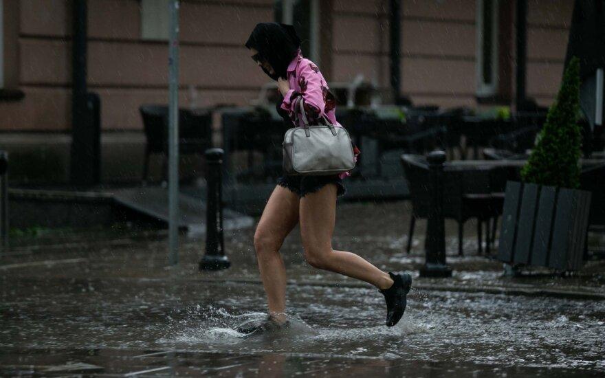 Прогноз погоды на июль: будет тепло, в первой половине месяца ждут неприятные сюрпризы