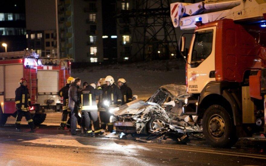 Вильнюс: пожарная машина смяла не пропустивший ее легковой автомобиль