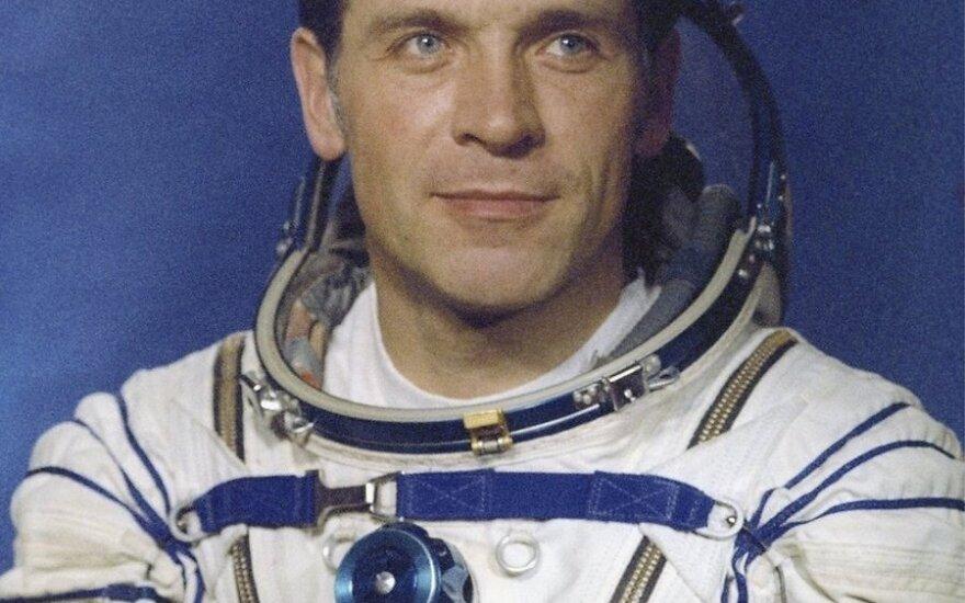 На 70-м году жизни скончался космонавт Александр Серебров