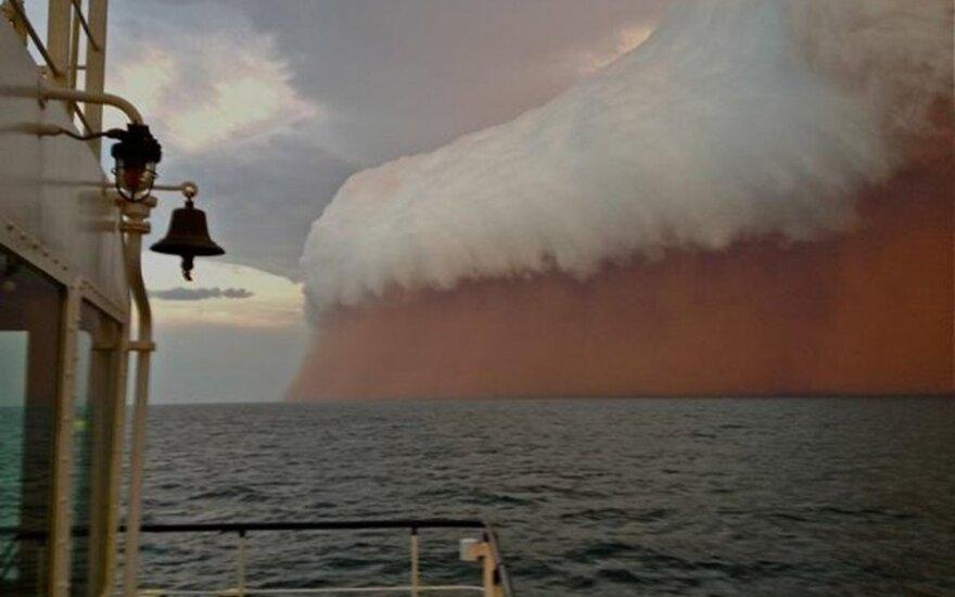 В Австралии моряков напугала песчаная буря, похожая на конец света