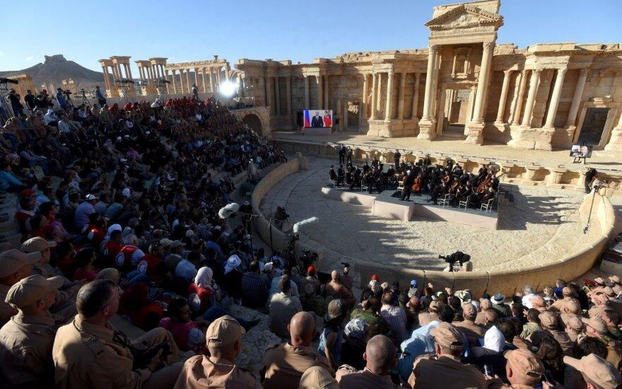 Гергиев и Ролдугин выступили с концертом на руинах Пальмиры