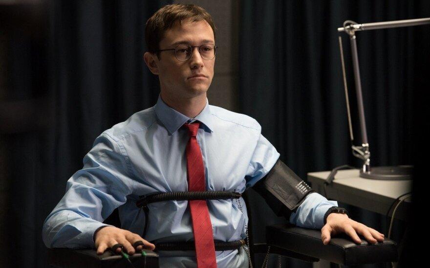 """Kadras iš flmo """"Snowdenas"""""""
