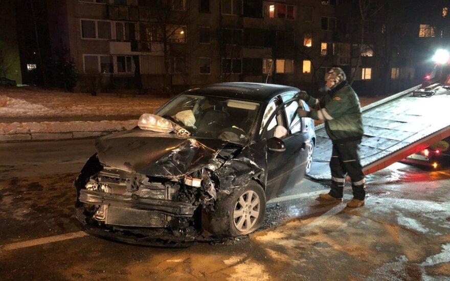 В Вильнюсе - лобовое столкновение автомобилей