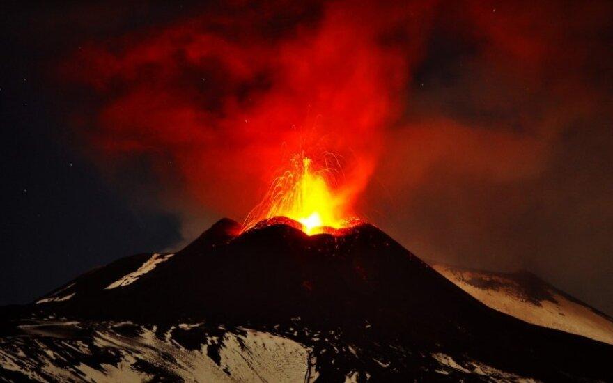 Извержение вулкана Этна продолжается уже второй день