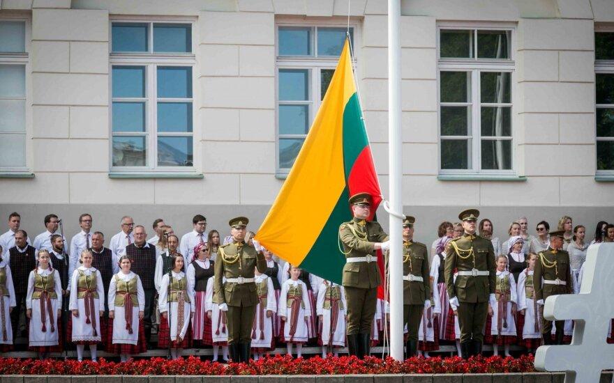 Vėliavų pakėlimo ceremonija Daukanto aikštėje