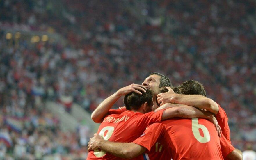 Rusijos futbolininkai džiaugiasi įvarčiu