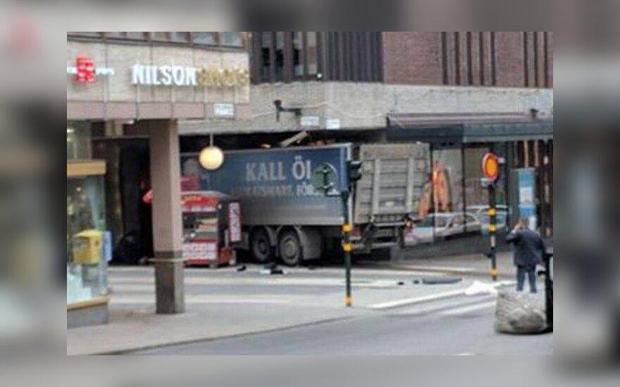 Стокгольм: грузовик въехал в толпу в центре города