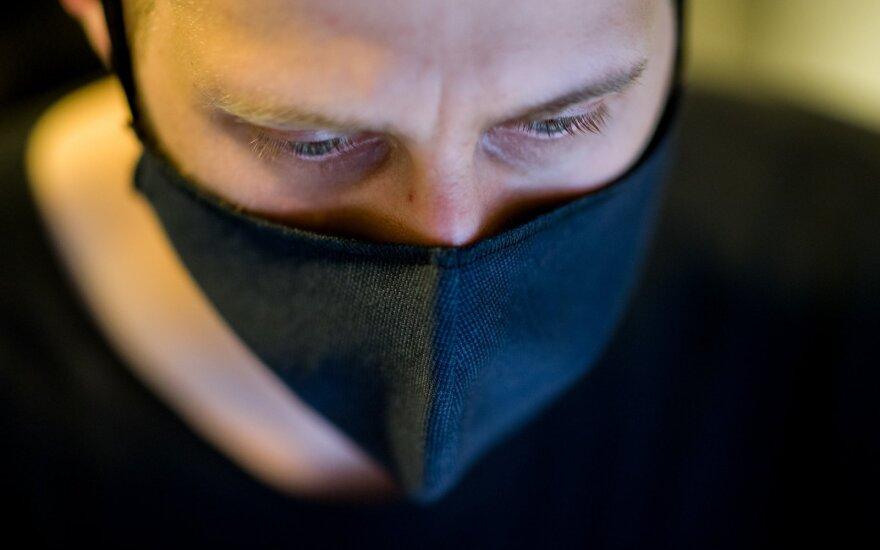 Бывший кикбоксер в магазине Maxima ударил охранника за требование надеть маску