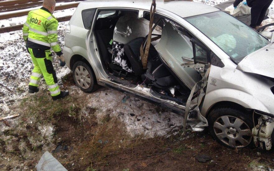 Локомотив столкнулся с автомобилем, есть жертвы