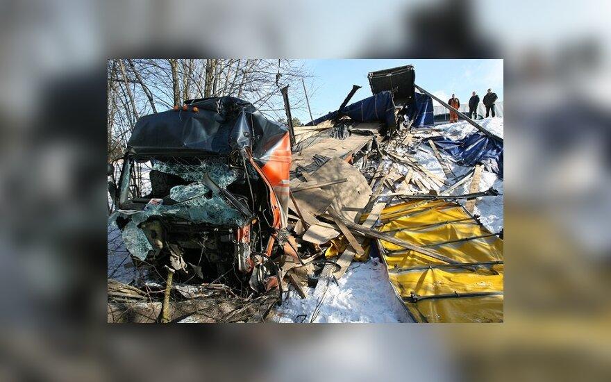 Грузовик съехал с обрыва, водитель погиб