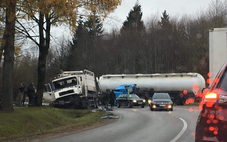 ДТП на дороге Паневежис-Купишкис столкнулись грузовые автомобили, пострадали три человека