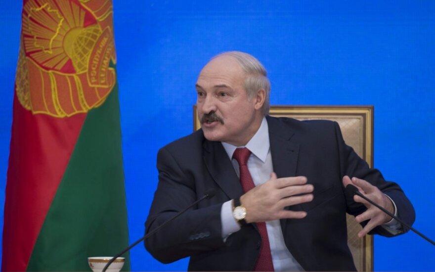 Лукашенко отодвинул угрозу Площади, но не в силах совладать с экономикой