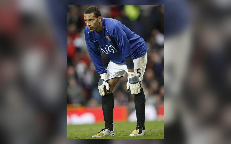 """Gynėjas Rio Ferdinand (""""Manchester United"""") tapo vartininku"""