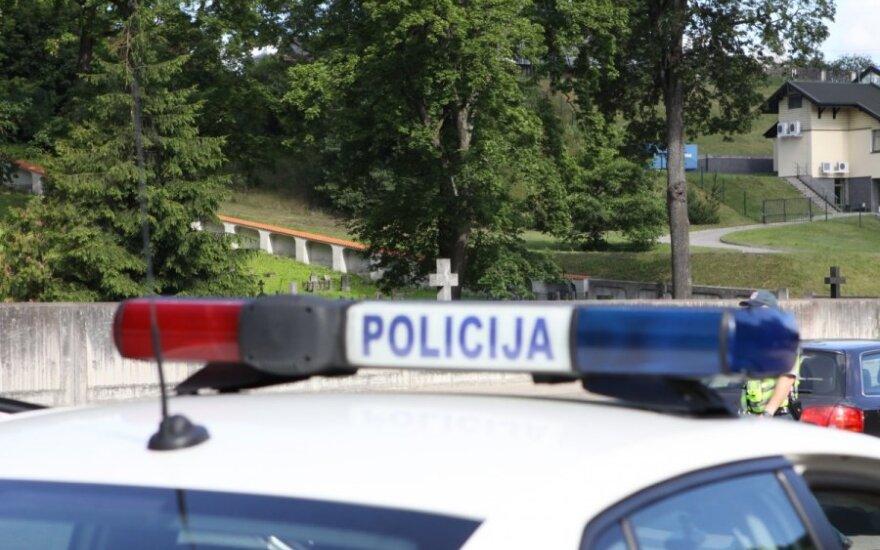 На окраине Вильнюса водитель сбежал с места ДТП, оставив пострадавшего пешехода