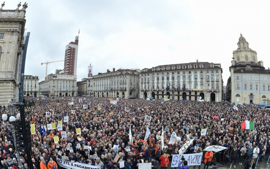 Italijos vicepremjero šakalais pavadinti žurnalistai išėjo protestuoti į gatves