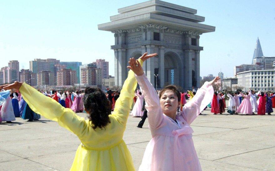 В Северной Корее запретили жениться и хоронить людей