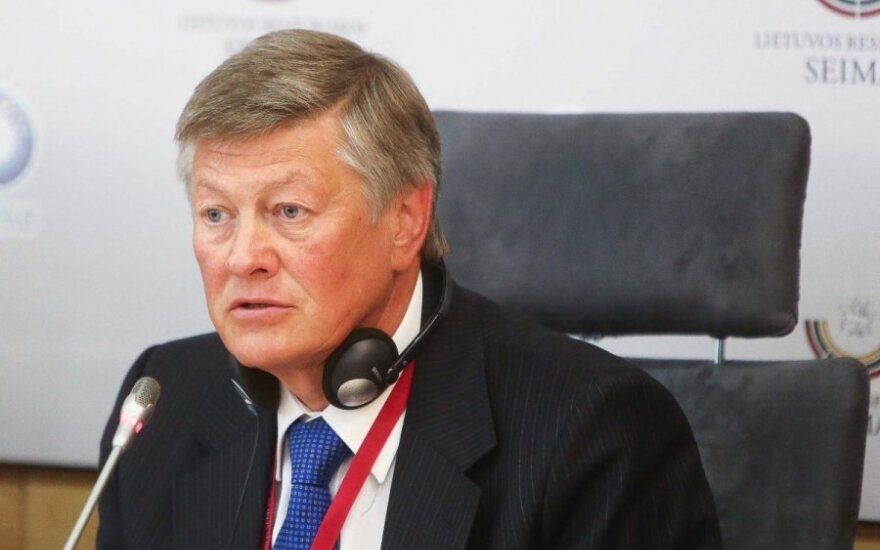 Паулаускас: советнику президента предъявлены подозрения
