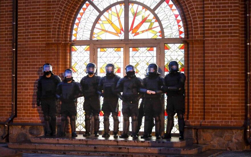 Minske išvaikyti prie Vyriausybės susirinkę protestuotojai