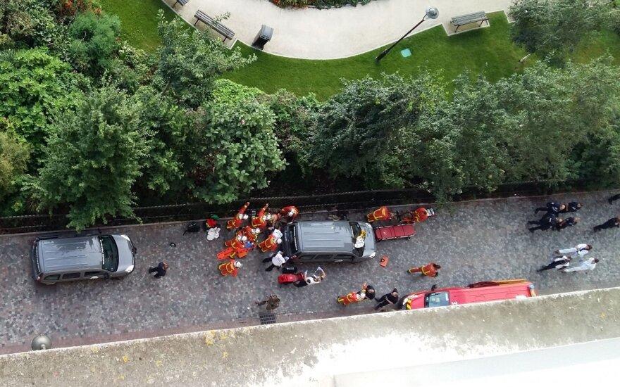 Под Парижем автомобиль врезался в группу военных и скрылся