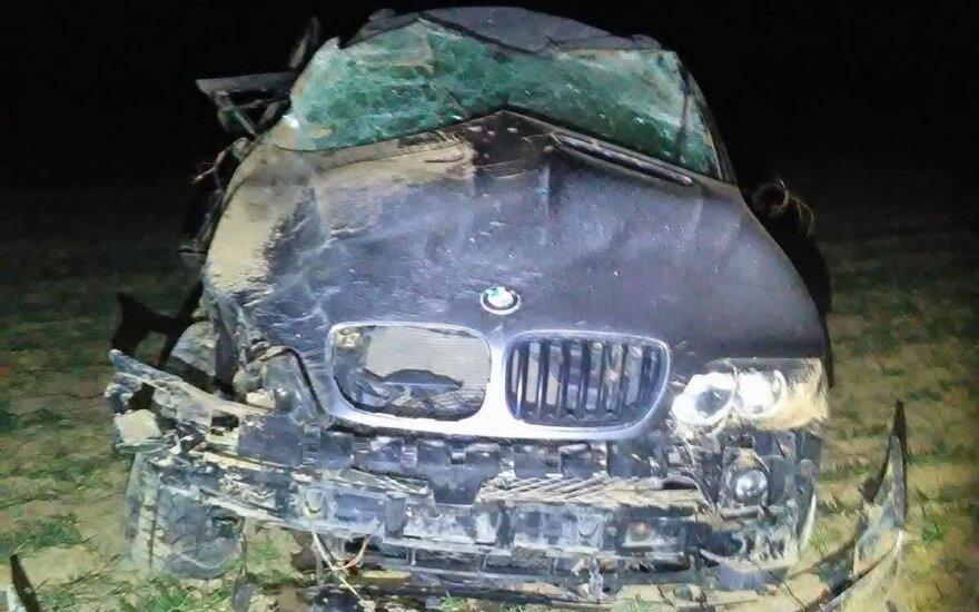 Полностью смятый BMW в поле: босой молодой человек без сознания, кто был за рулем – непонятно