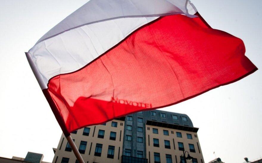 Polska flaga z Polski w każdym polskim domu na Litwie