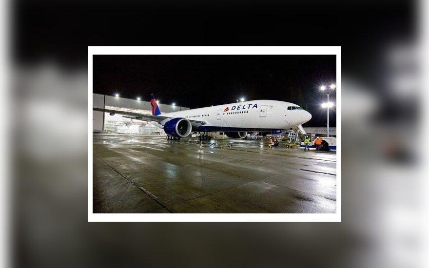 """""""Черная среда"""": в США перевернулся автобус и аварийно сел самолет"""