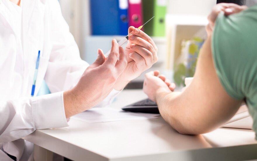 Глава Минздрава Литвы: осенью вакцинация некоторых работников может стать обязательной